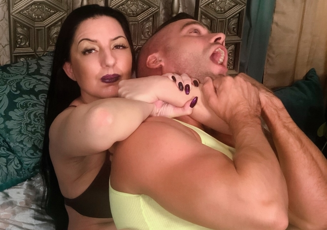 Houewife_Wrestling